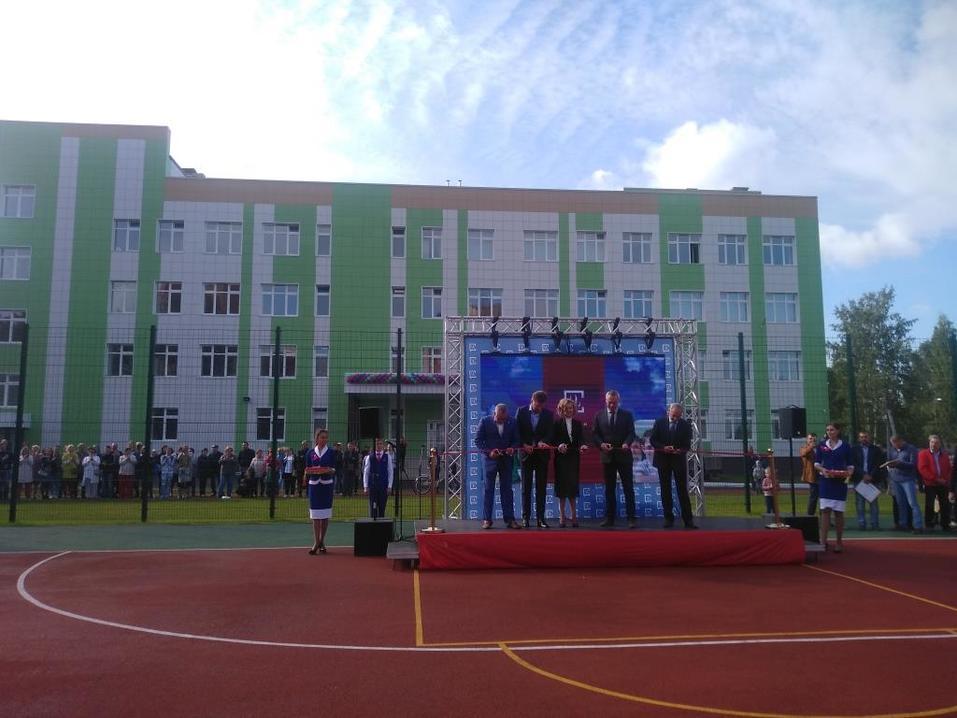 Крупный инвестпроект завершен: «Стрижи» открыли обновленную школу в своем микрорайоне 4