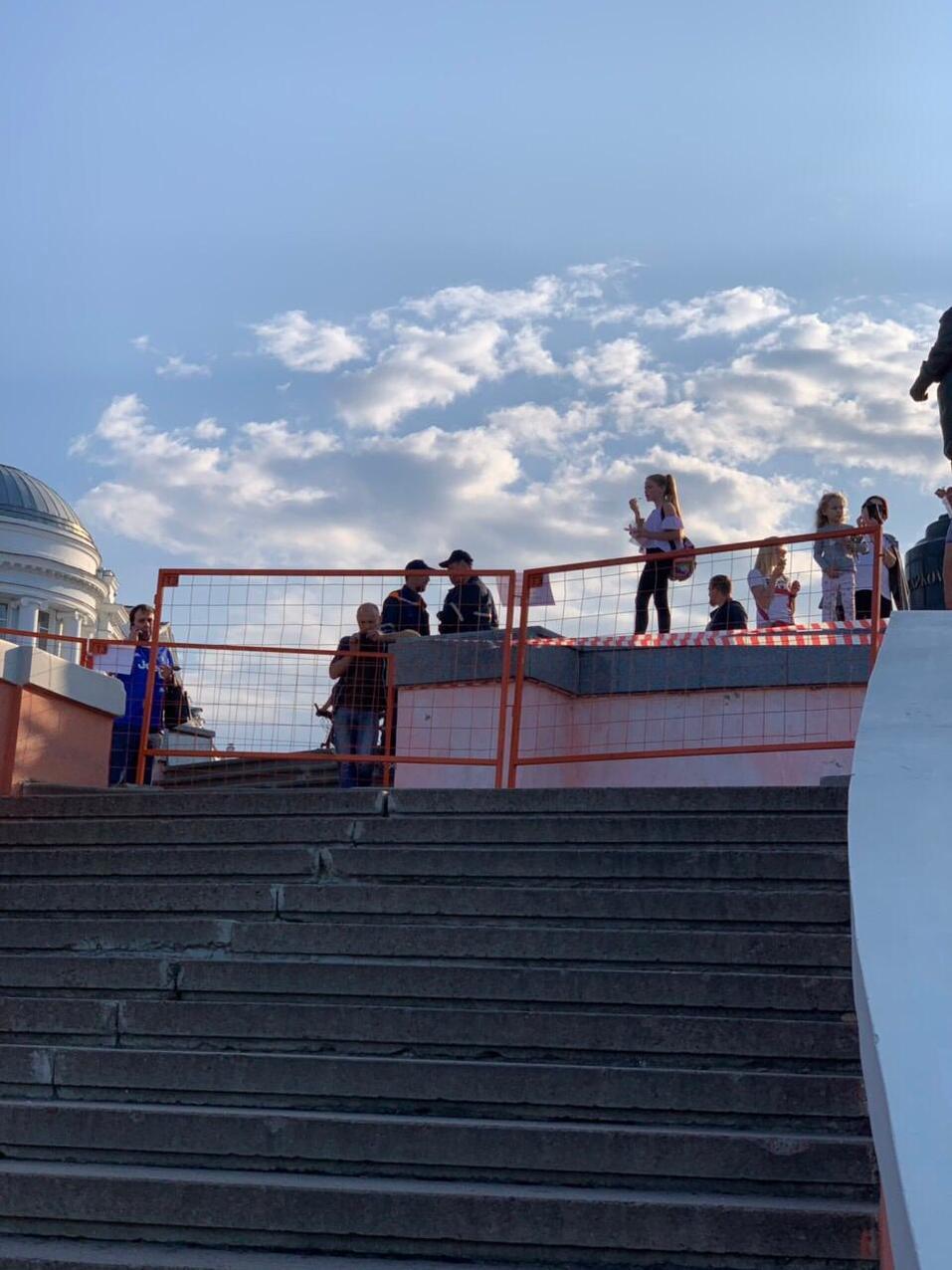 В Нижнем Новгороде обрушилась часть смотровой площадки Чкаловской лестницы 2
