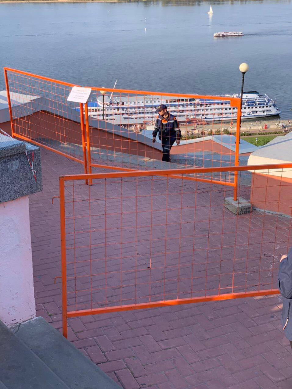 В Нижнем Новгороде обрушилась часть смотровой площадки Чкаловской лестницы 3