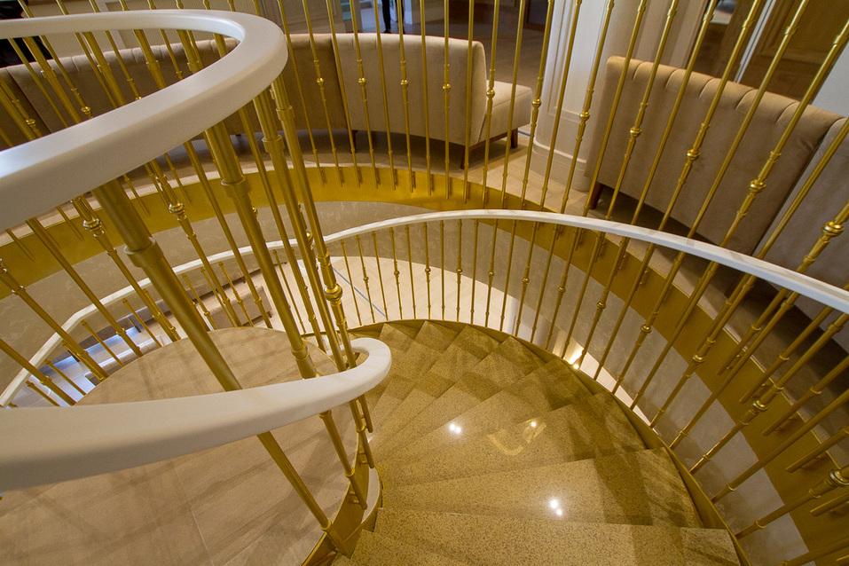 Лестница в концертный зал
