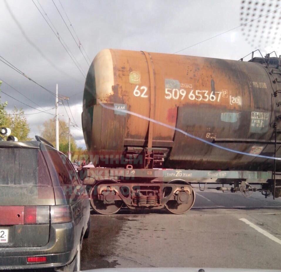 Перегородили трассу. Товарный поезд сошел с рельсов в Нижнем Новгороде 1