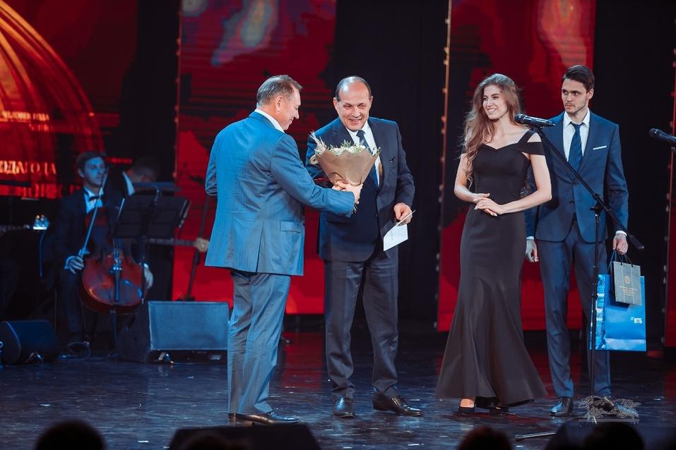 Вперед в будущее. Как в Екатеринбурге вручали премию «Человек года — 2019» / РЕПОРТАЖ 11