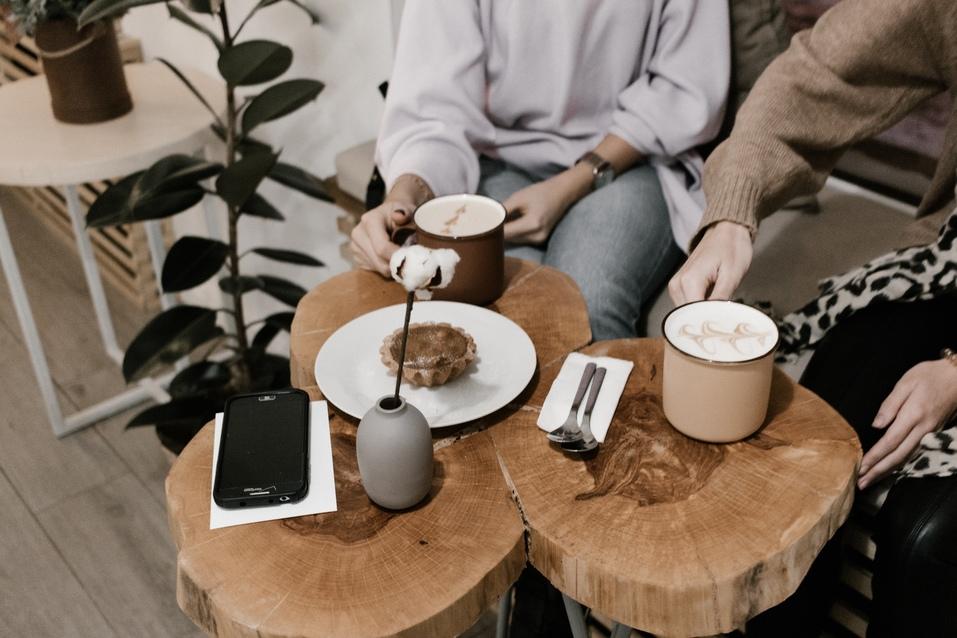 «Зря все едут в столицу»: в Челябинске заработала кофейня для фрилансеров и инстаграмщиц 2