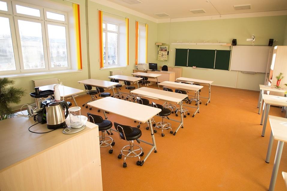 Депутат Госдумы подарил вазелин подрядчику, сорвавшему сроки строительства школы в Балахне 2