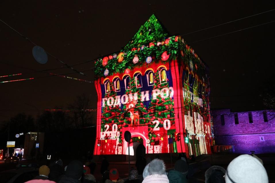 Олененок, яркие цвета и история города. На кремле зажглась новая подсветка за 56 млн 1