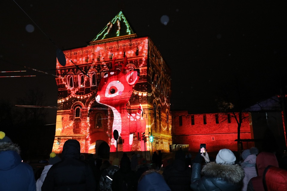 Олененок, яркие цвета и история города. На кремле зажглась новая подсветка за 56 млн 3