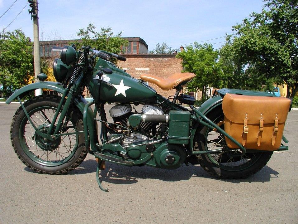 На бывшей площадке «Года живописи» в Красноярске открылась выставка раритетных мотоциклов 3