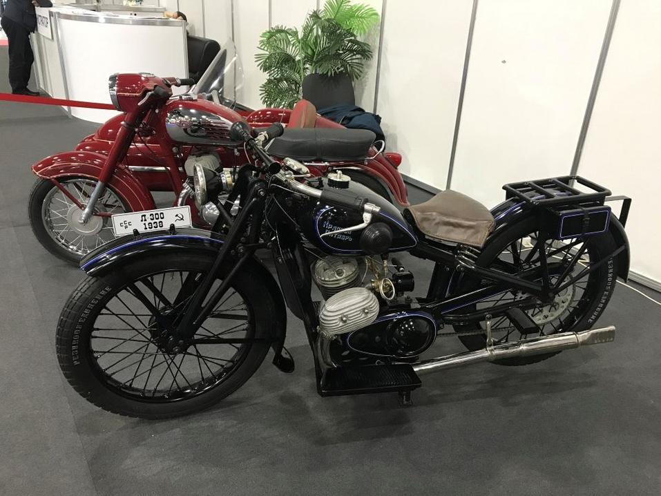 На бывшей площадке «Года живописи» в Красноярске открылась выставка раритетных мотоциклов 4