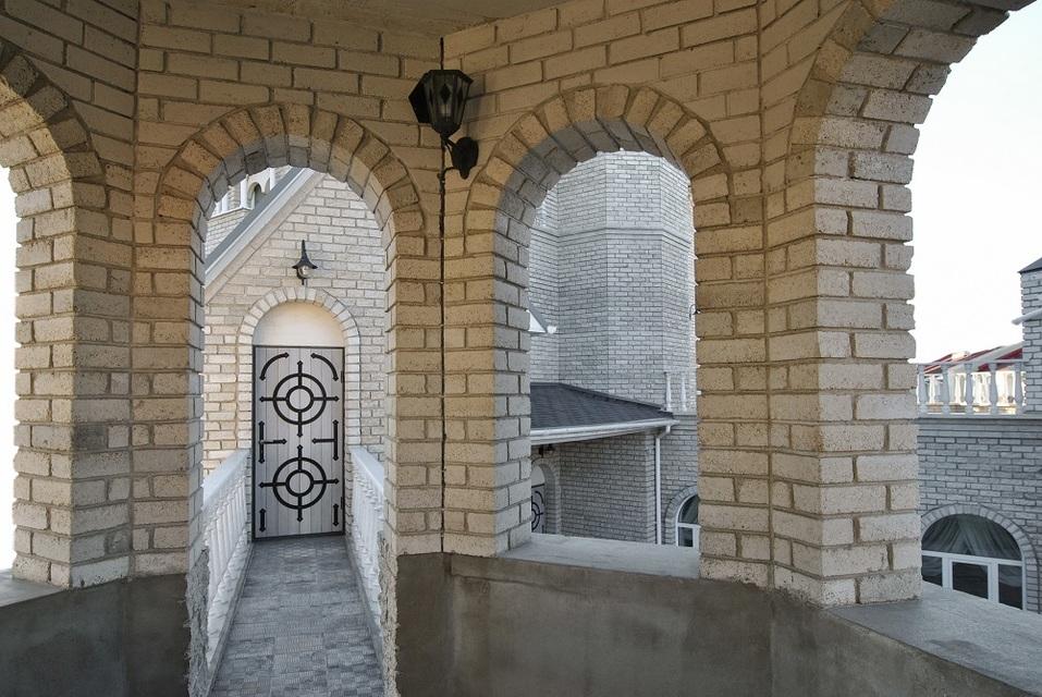 В Челябинске продается «средневековый» замок за 20 млн руб 5