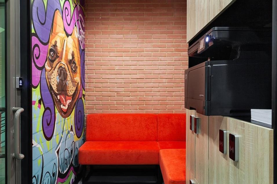 Граффити на стенах и туалет-бункер — в Екатеринбурге открылся новый коворкинг 1