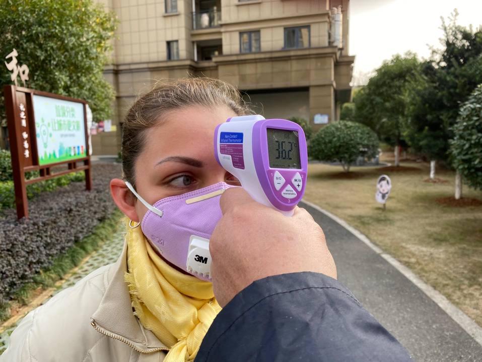 «Всем прохожим меряют температуру». Как живет Китай в режиме карантина из-за коронавируса 10