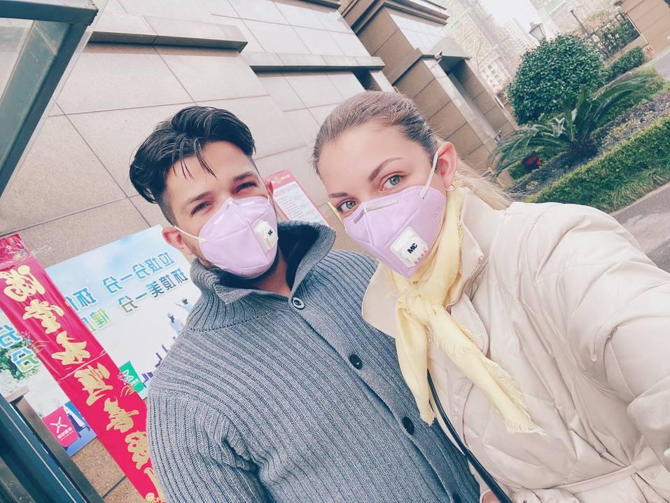 «Всем прохожим меряют температуру». Как живет Китай в режиме карантина из-за коронавируса 12