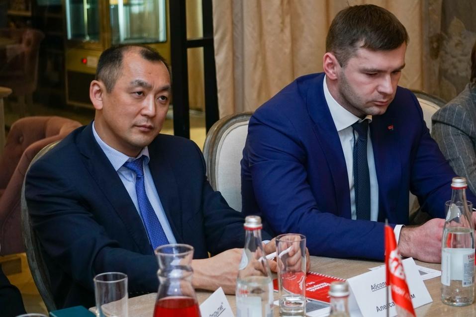 Вытеснит ли цифровизация банковские офисы? Новосибирские банкиры поговорили о переменах 18