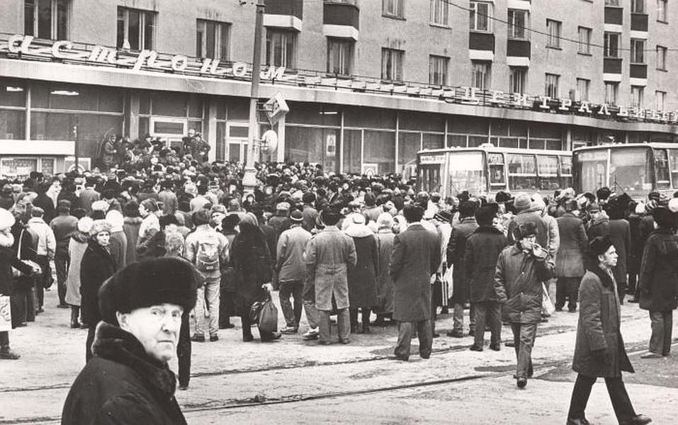 Очереди в Свердловске. Фото: Архив Президентского центра Б.Н.Ельцина
