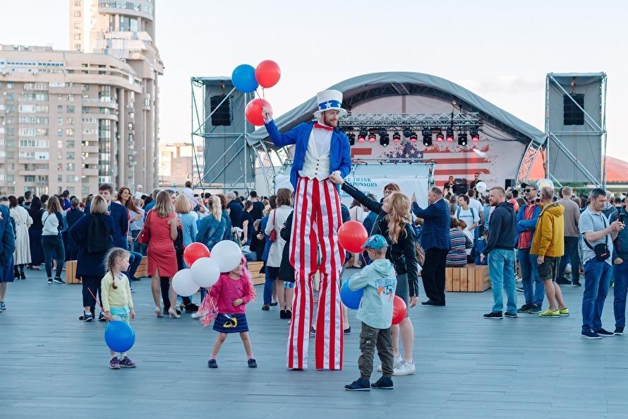 Празднование 25-летия открытия коссульства США в Екатеринбурге. Фото: Znak.com