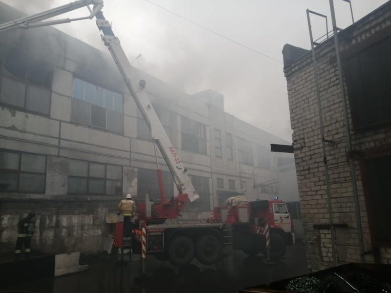 Крупный пожар на производстве. Сгорел цех площадью 350 кв. м 1