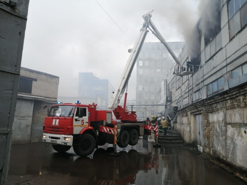 Крупный пожар на производстве. Сгорел цех площадью 350 кв. м 3