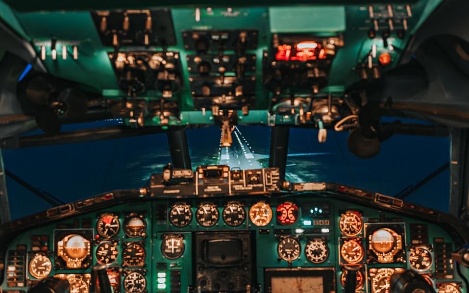 Как удивить бизнес-партнера и подарить новый уровень эмоций? Вам – за штурвал самолета! 2