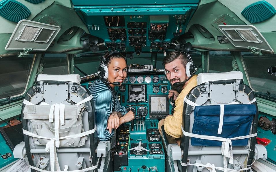 Как удивить бизнес-партнера и подарить новый уровень эмоций? Вам – за штурвал самолета! 7