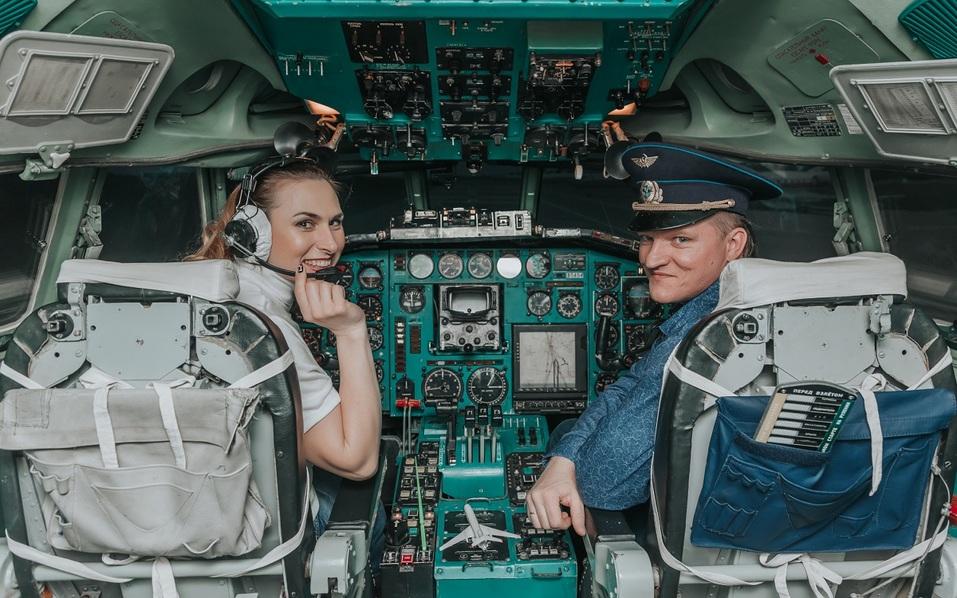 Как удивить бизнес-партнера и подарить новый уровень эмоций? Вам – за штурвал самолета! 5