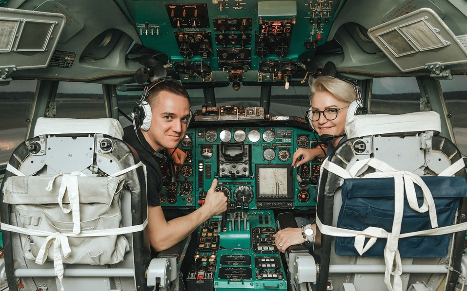 Как удивить бизнес-партнера и подарить новый уровень эмоций? Вам – за штурвал самолета! 8