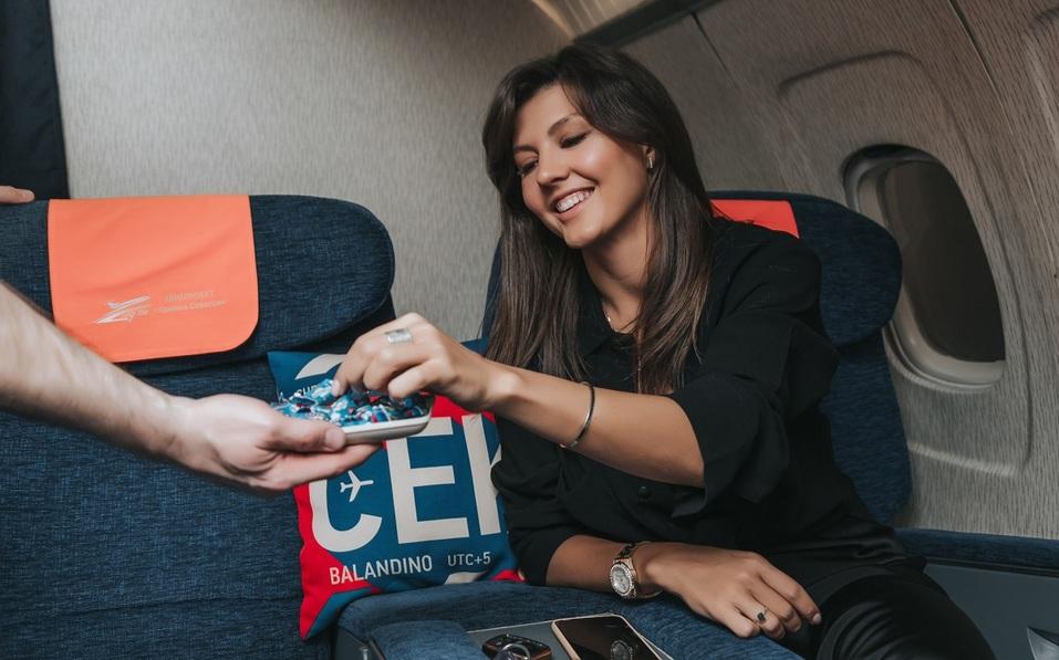 Как удивить бизнес-партнера и подарить новый уровень эмоций? Вам – за штурвал самолета! 13