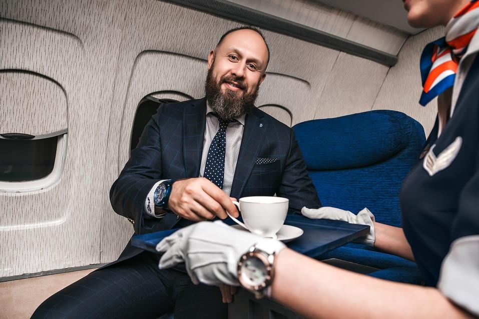 Как удивить бизнес-партнера и подарить новый уровень эмоций? Вам – за штурвал самолета! 22