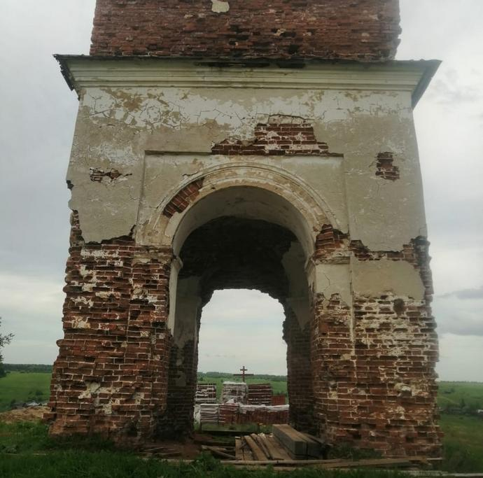 Руины Свято-Троицкой церкви