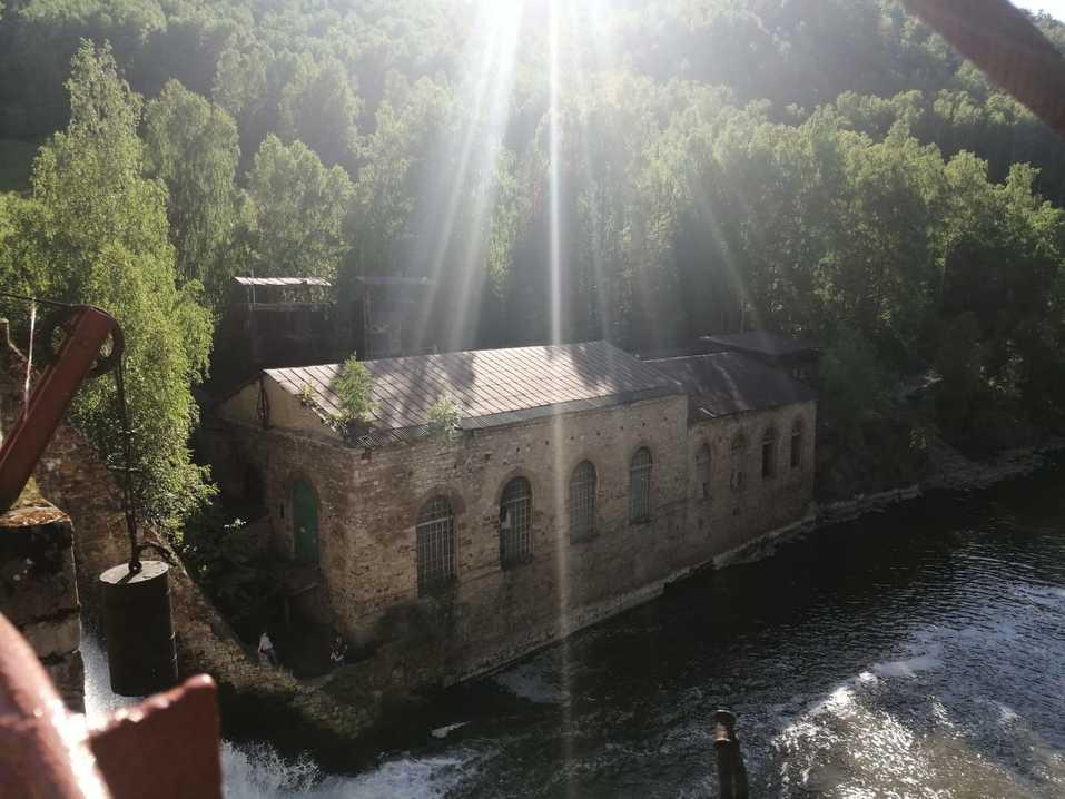 Здание ГЭС и завода