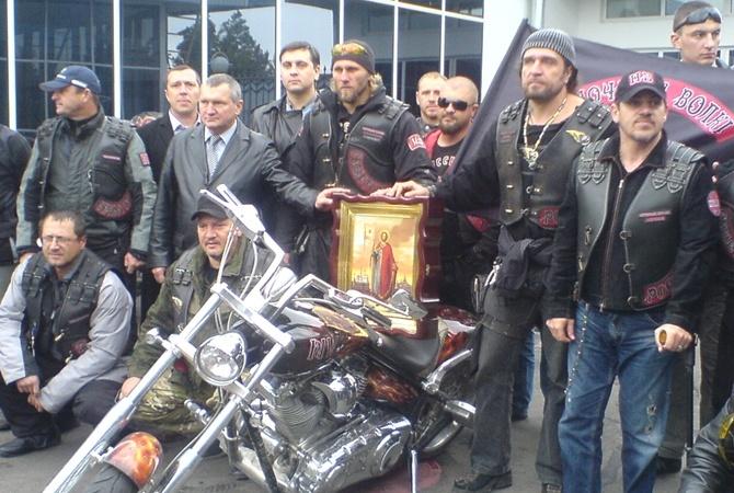 Патриоты  Ночные волки  доставили в Херсонес икону. Фото kp.ua