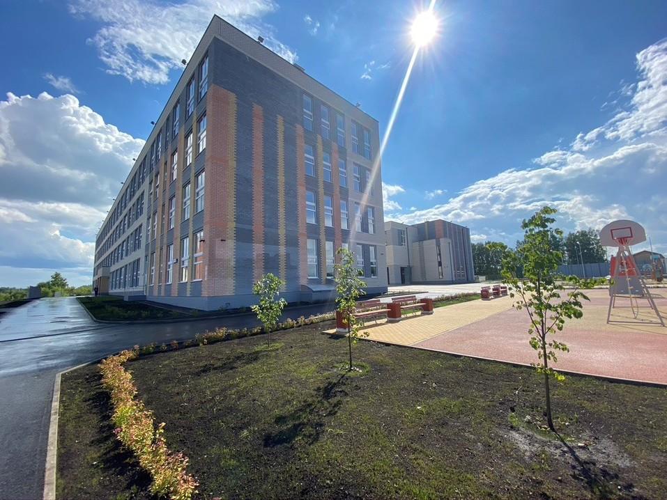 Здание школы в Невьянске