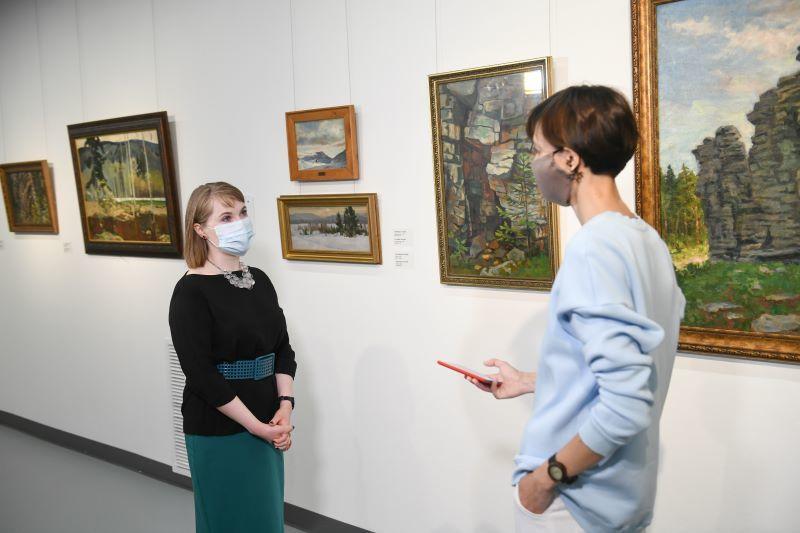 Разговор в галерее
