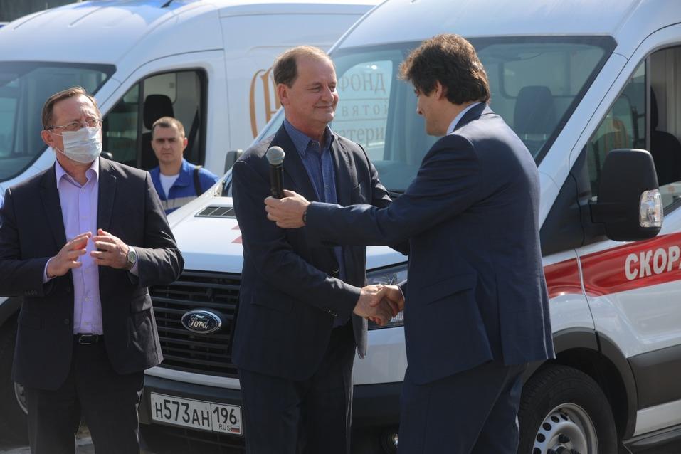 Предприниматели подарили Екатеринбургу тридцать машин скорой помощи 3