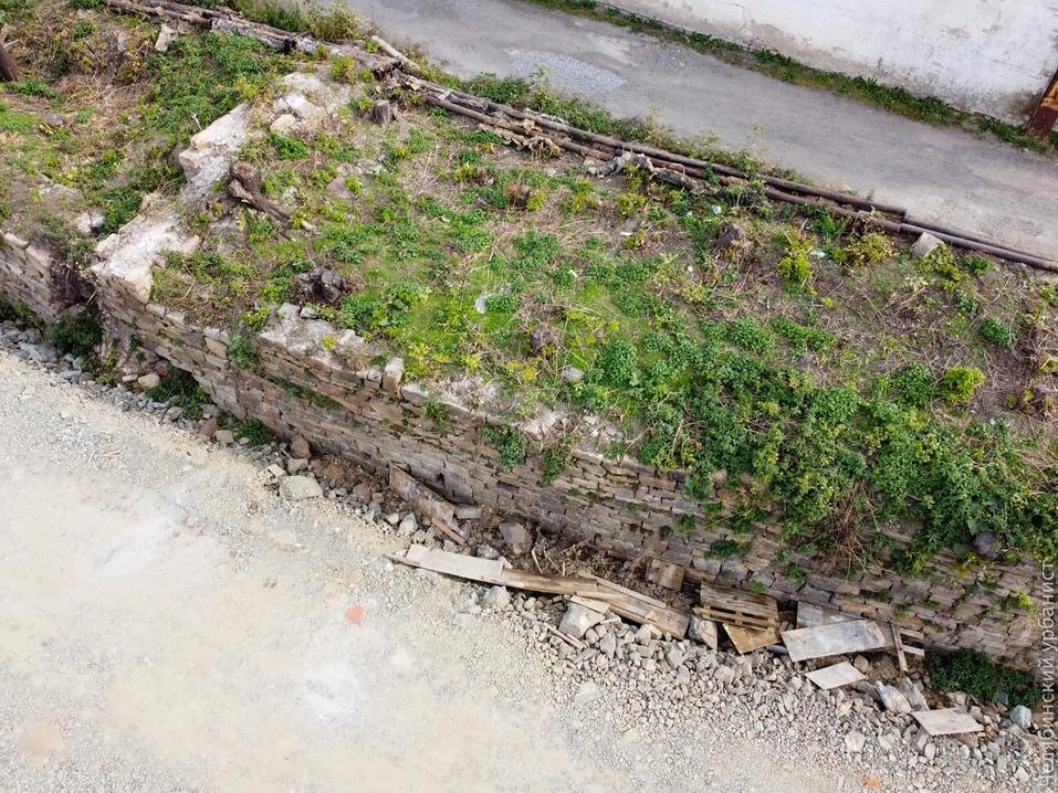 В Челябинске ради новой набережной начали убирать историческую подпорную стену 1