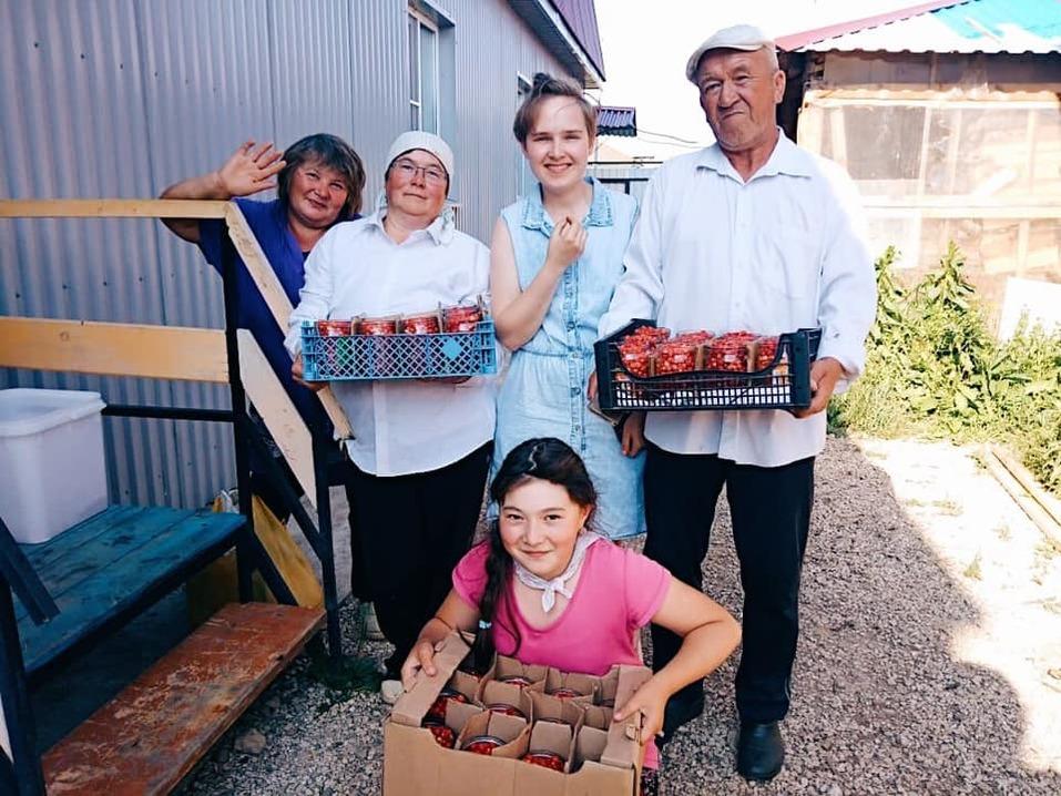 Сборщики ягод