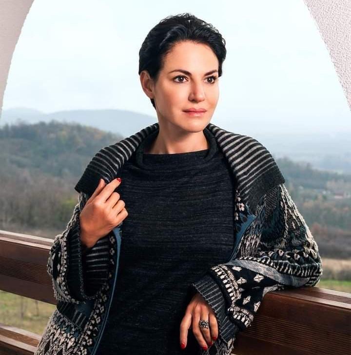 Вера Тарасова