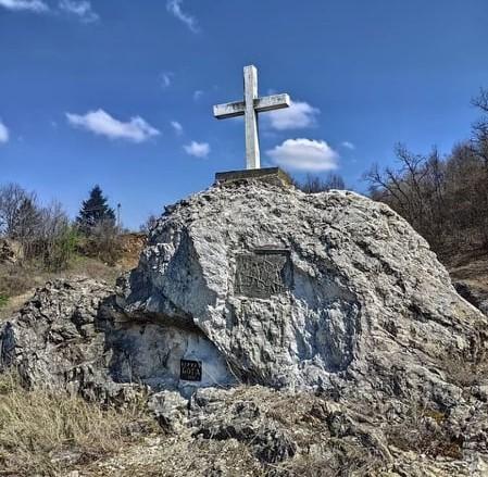 Крест и табличка