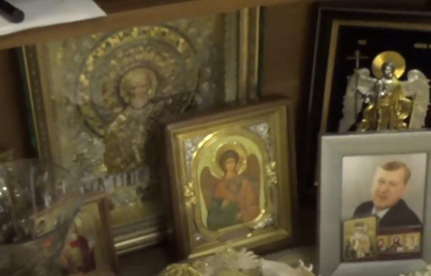Иконы и пачки денег: в Сети появилось видео обыска в доме Евгения Тефтелева 1