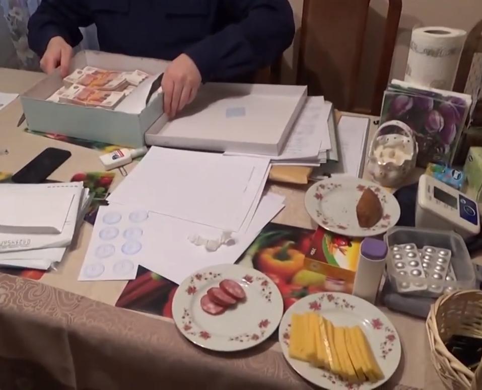 Иконы и пачки денег: в Сети появилось видео обыска в доме Евгения Тефтелева 3