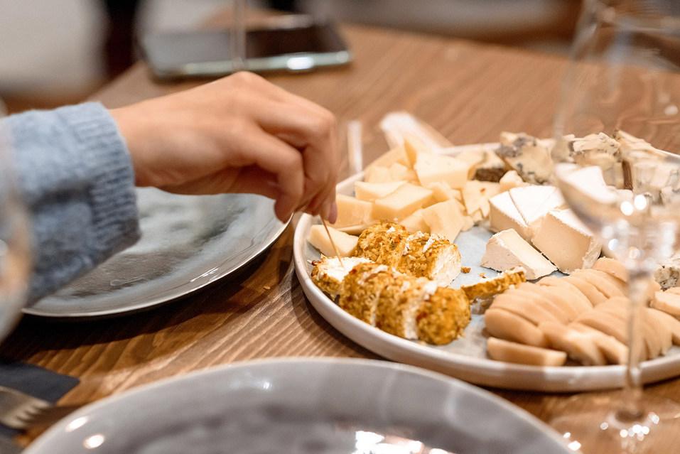 «Не только варим, но и учим правильно есть». Как производят английский сыр на Урале 2