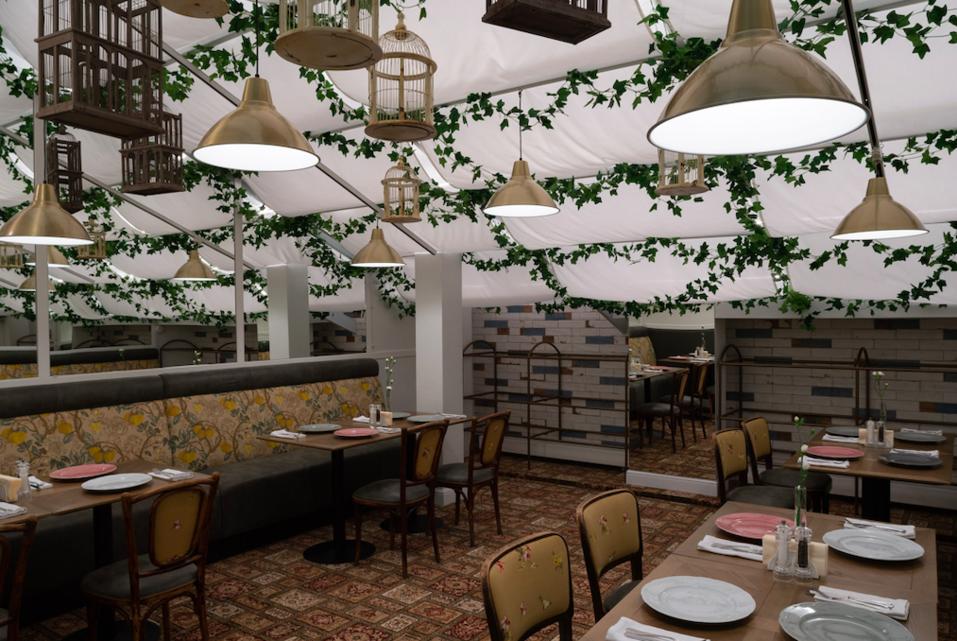 В центре Екатеринбурга открылось новое заведение от популярного уральского ресторатора 2
