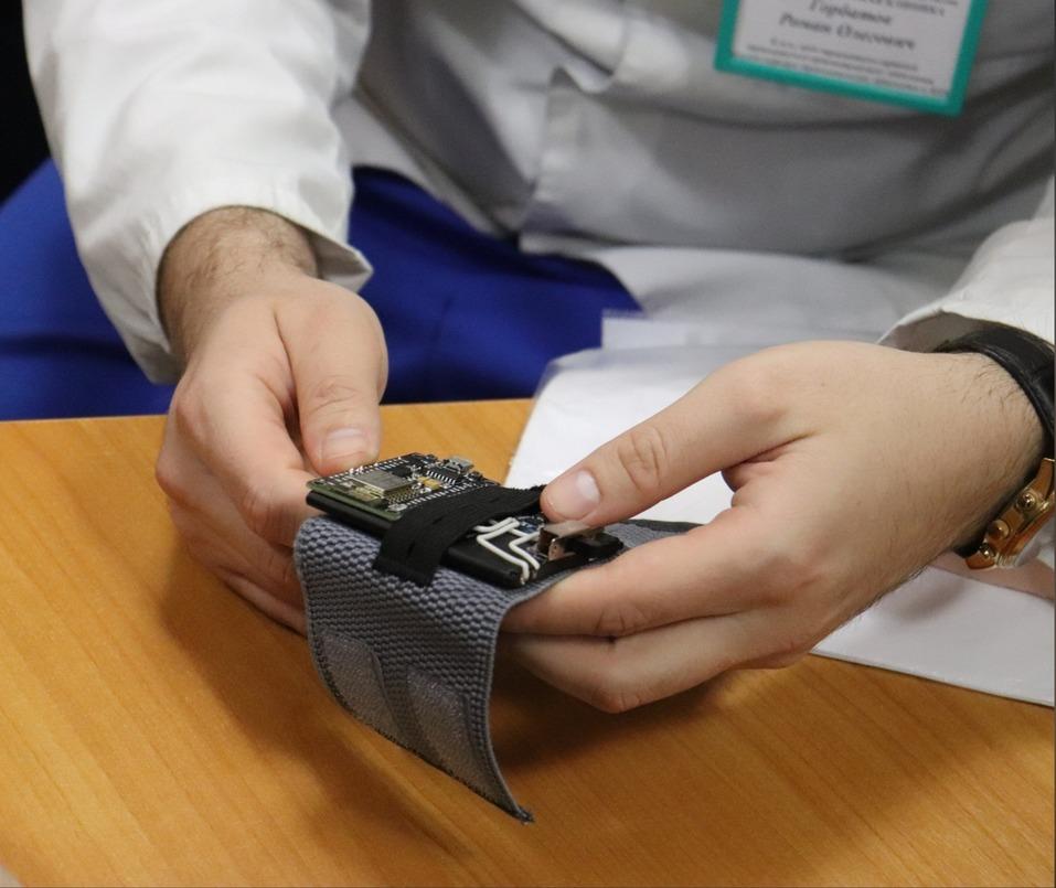Как нижегородская школьница создала миокостюм для реабилитации 4