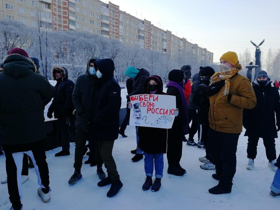 Ледяной марш: как в Челябинске проходила уличная акция в поддержку Навального 1