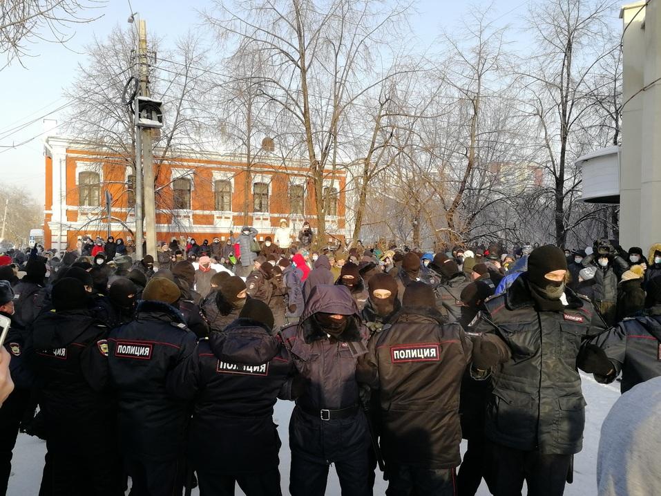 Ледяной марш: как в Челябинске проходила уличная акция в поддержку Навального 4
