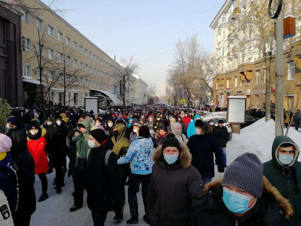 Ледяной марш: как в Челябинске проходила уличная акция в поддержку Навального 5