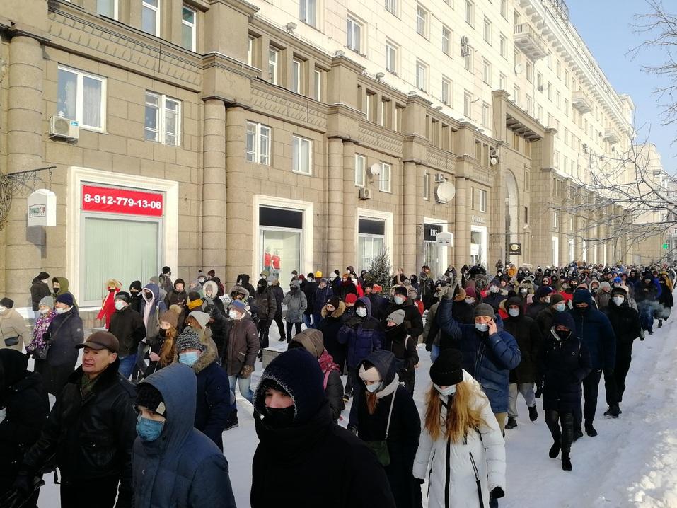 Ледяной марш: как в Челябинске проходила уличная акция в поддержку Навального 6