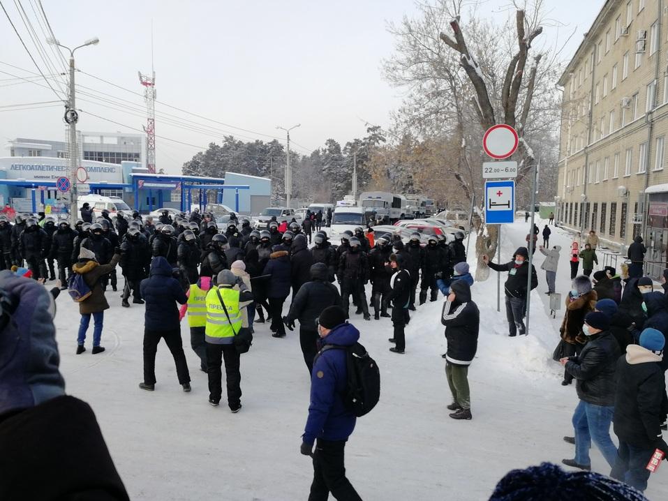 Ледяной марш: как в Челябинске проходила уличная акция в поддержку Навального 8