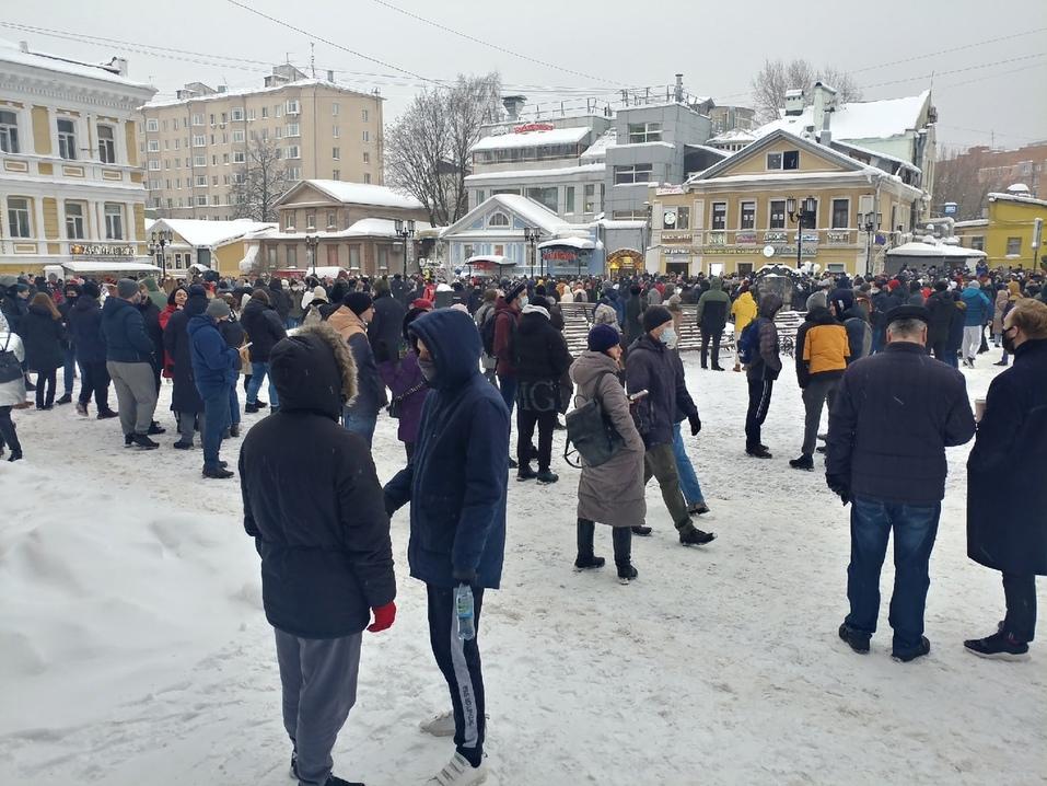 Около 2 тыс. человек вышли на акцию в поддержку Алексея Навального в Нижнем Новгороде 2