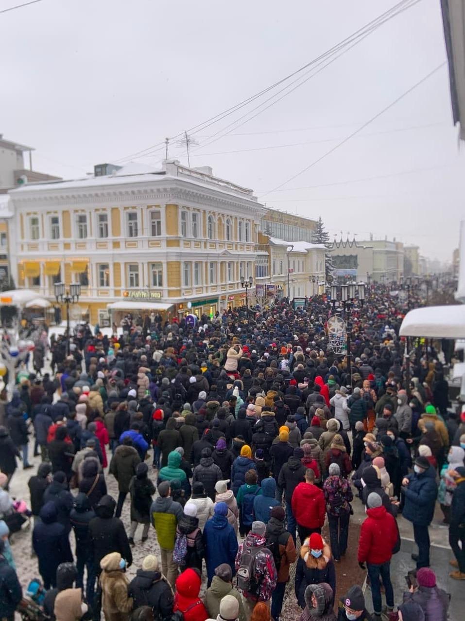 Около 2 тыс. человек вышли на акцию в поддержку Алексея Навального в Нижнем Новгороде 3
