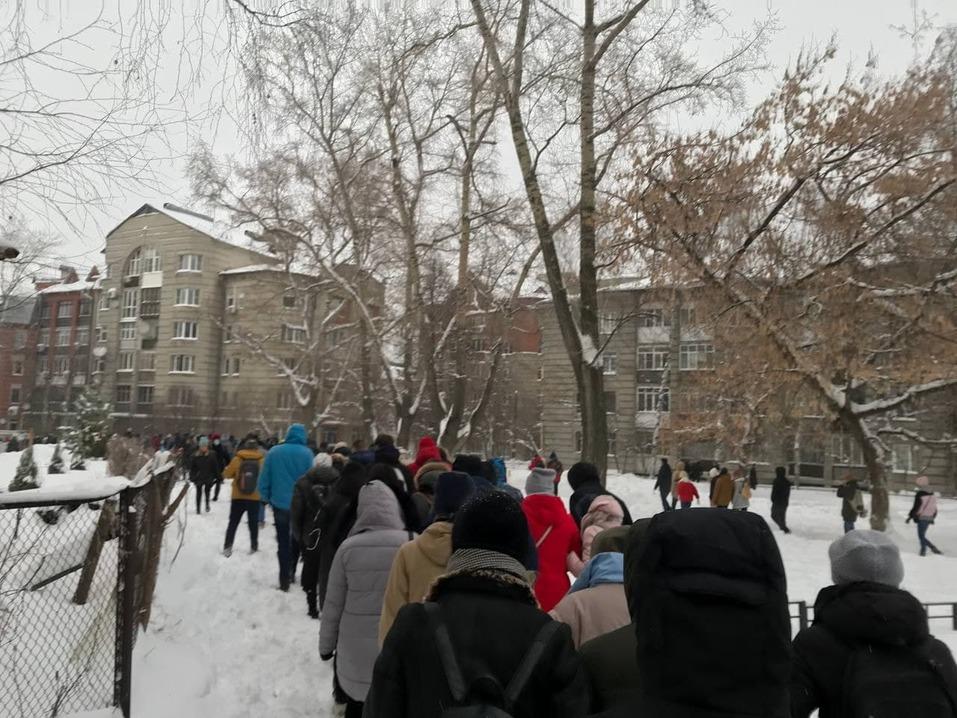 Около 2 тыс. человек вышли на акцию в поддержку Алексея Навального в Нижнем Новгороде 4
